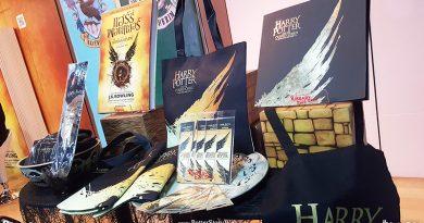 """บรรยากาศสุดฮอต! งานเปิดตัวหนังสือ """"แฮร์รี่ พอตเตอร์ กับ เด็กต้องคำสาป"""" !"""