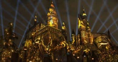 """Universal Studios Hollywood's แสดงแสงเสียงใหม่บนปราสาท """"ฮอกวอสต์"""" !"""